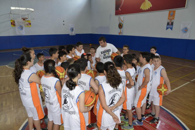 (2)-basketbol-akademisi-acildi.jpg
