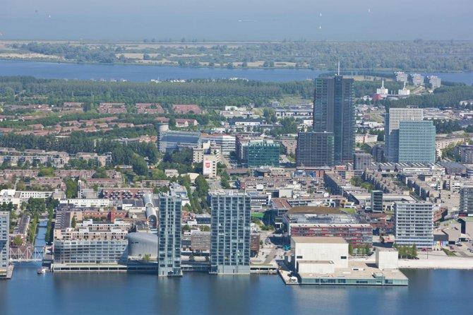 acm2010_skyline-almere-vanuit-de-lucht_maarten-feenstra_rechtenvrij.jpg