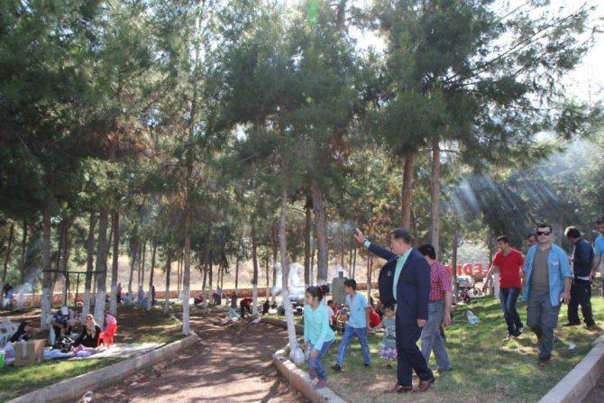 ba-kan-tuna-genclik-merkezinde-piknik-yapan-vatanda-larla-sohbet-etti-(1).jpg