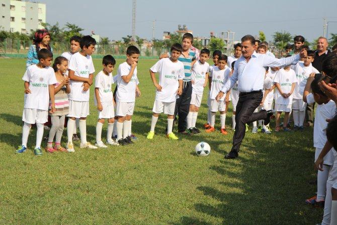 ba-kan-tuna-sporcularla-birlikte-futbol-oynad--(2).jpg