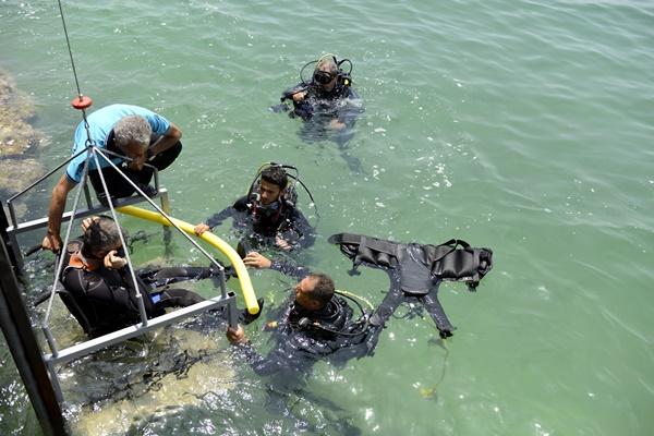 mersin-buyuksehir-havuzda-baslayan-projeyi-denize-tasidi-(6).jpg