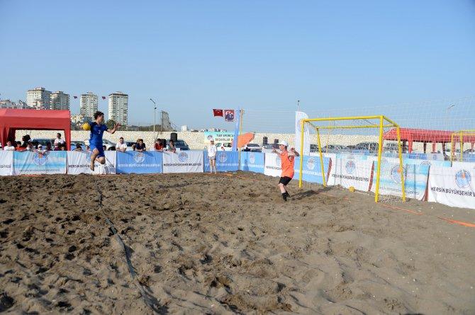 plaj-hentbolu-ve-plaj-futbolu-oduller--sah-pler-n--buldu-(2).jpg