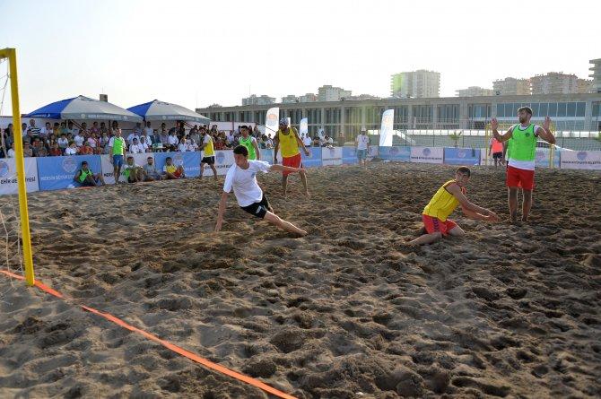 plaj-hentbolu-ve-plaj-futbolu-oduller--sah-pler-n--buldu-(8).jpg